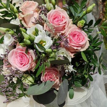 Rosas Rosas y lisianthus blanco, una combinación dulce para tu ramo de novia #flores🌸 #floresonline #ramosbonitos #ramosfloresadomicilio #ramosoriginales #ramosdenoviabaratos